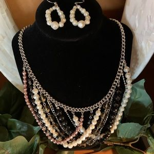 Jewelry - Stunning Pearl & Black Looped Necklace Set